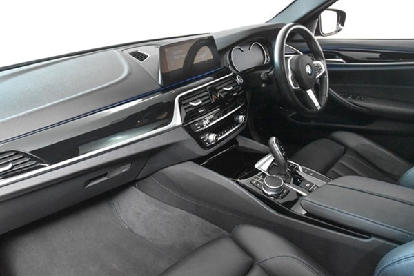 AUTOMATIC BMW 530e M Sport + SUNROOF full