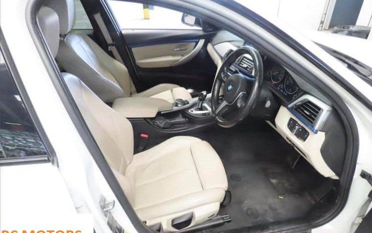 BMW 330e M SPORT 4dr Step Auto – WHITE – SUNROOF – LOW MILEAGE!!! full